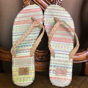 Sanuk Women's Sandals Size 6W